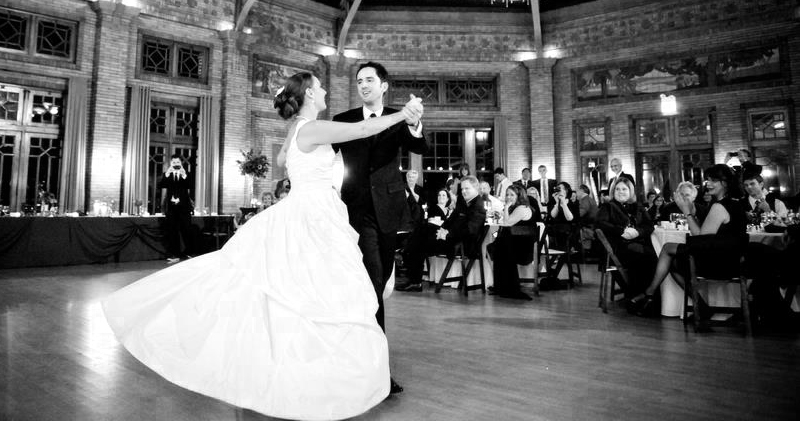 Sexy First dance at a Chicago Wedding