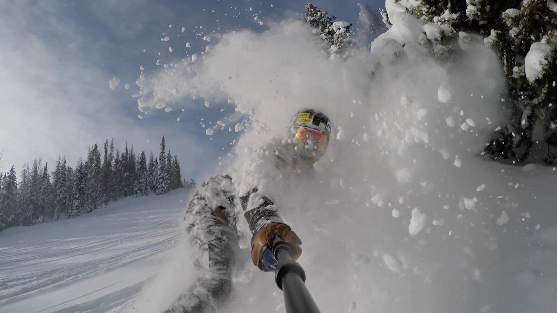 alex-clapin-snowboarding-face-shot