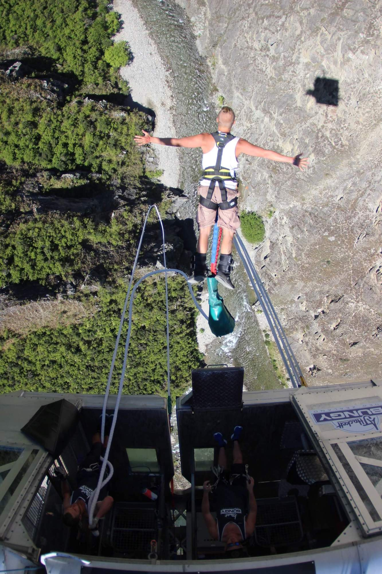 NEVIS BUNGY - THE JUMP!