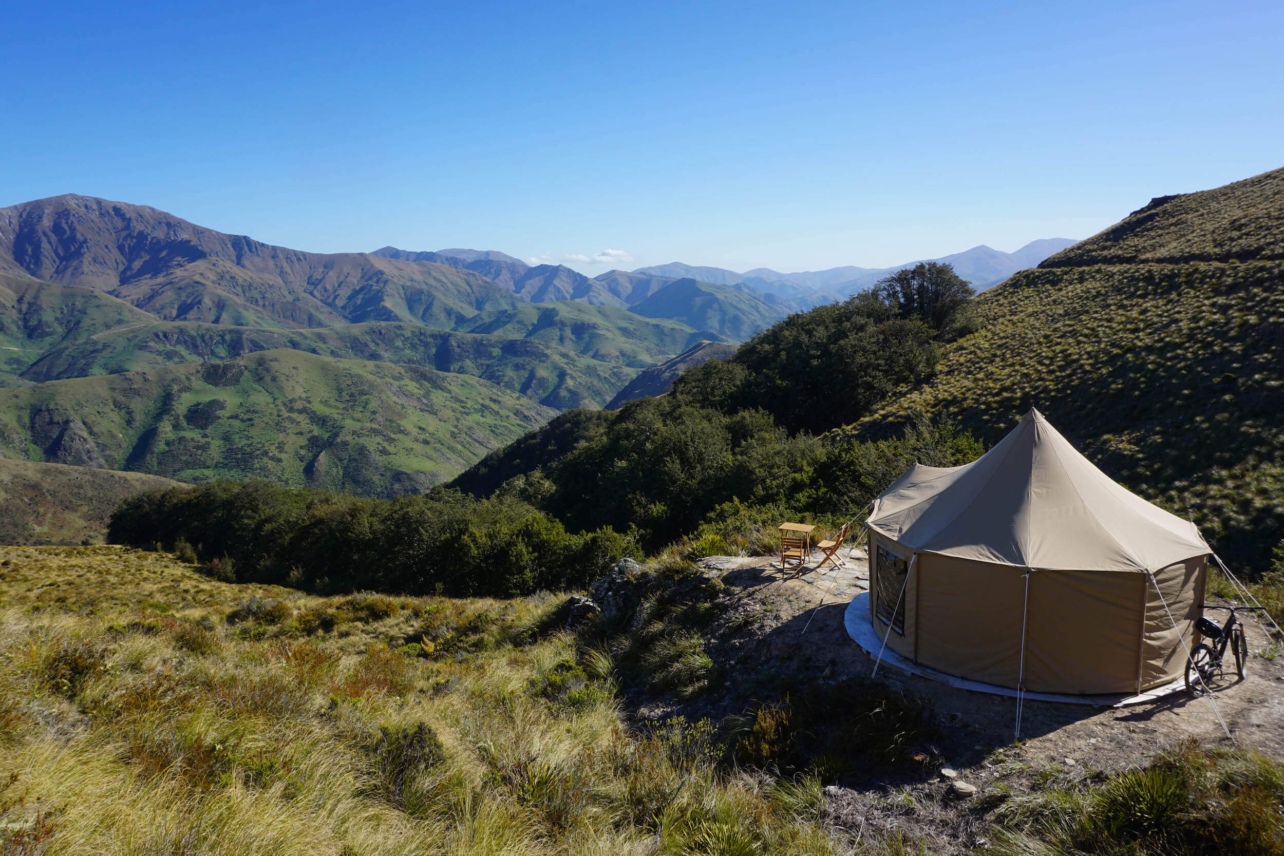 THE TENT. SUCH AN AWESOME SPOT, PERCHED UP ABOVE THE NOKOMAI VALLEY