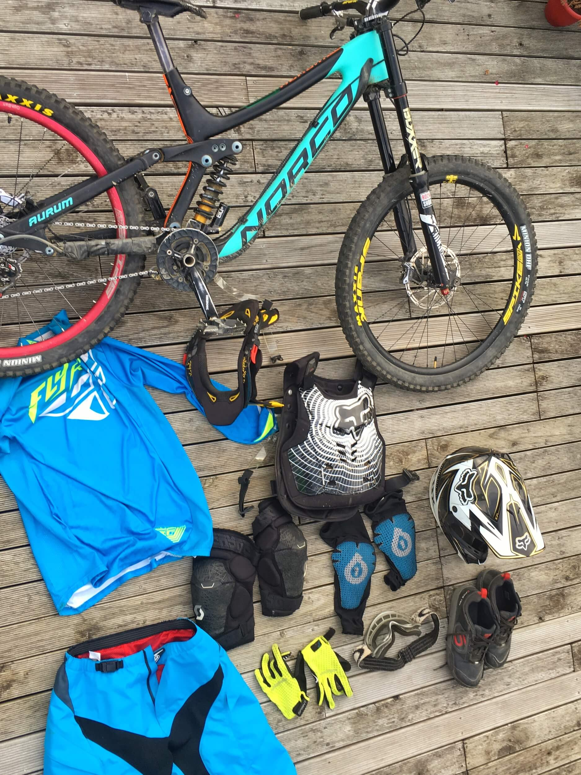 GEAR PREPARATION FOR THE DIRT STAR DH RACE