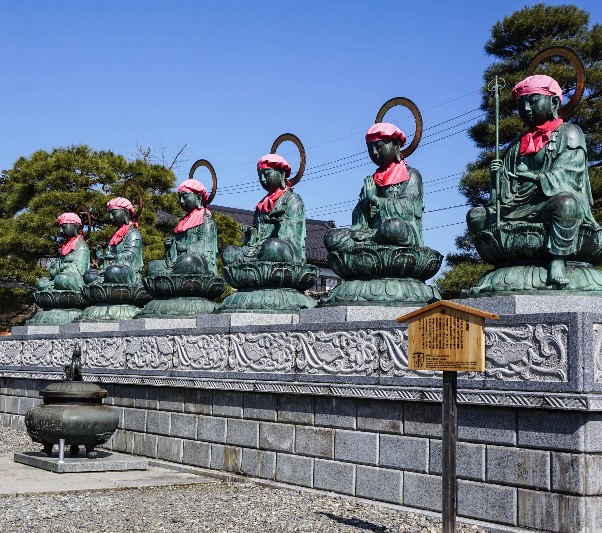 zenkoji statues 1.jpg