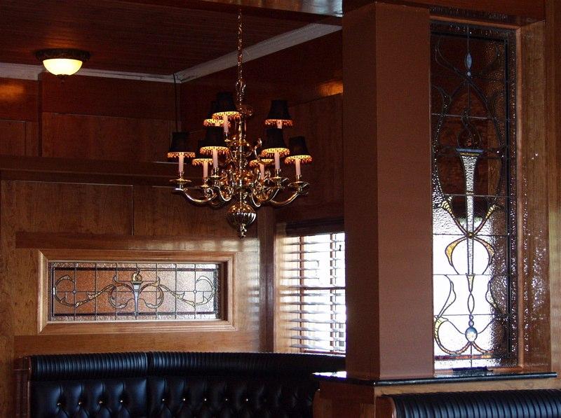 DaVinci's Pub Interior Windows