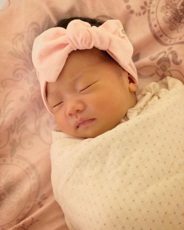dreaming in an organic bundle 💕🍃🎀 #accentyourlittleone #organic #swaddles #handmade #newborn #essentials #love #motherhood #babygirl ❤️