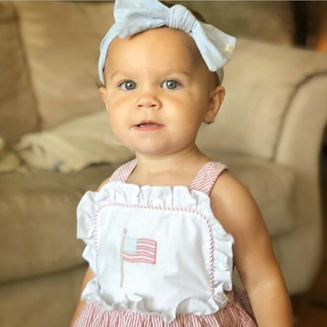 H a p p y  F o u r t h  o f  J u l y ! 🇺🇸 featuring baby Grace in our Heather Sky headband 🎀 @leiajayne 💕#accentyourlittleone #handmade #shopsmall #babygirl 👶🏻