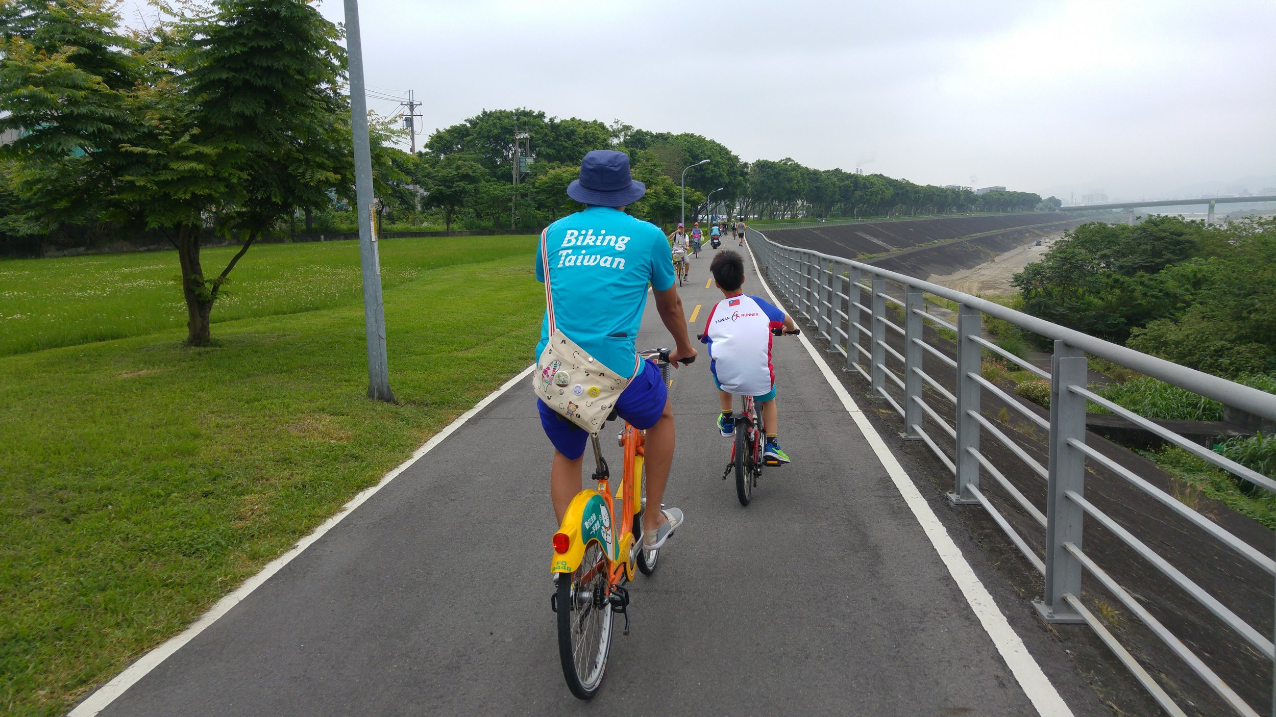 Taipei and New Taipei City Riverside Park bikeways