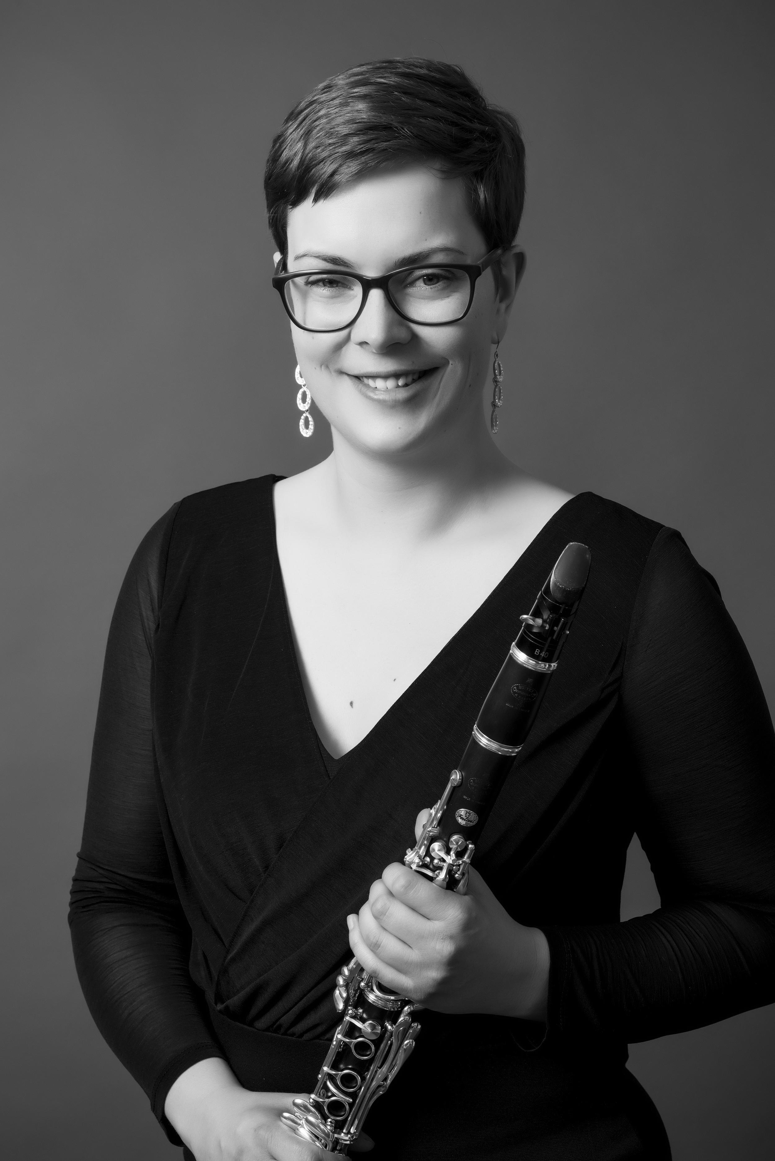 Sarah, portrett med klarinett.jpg