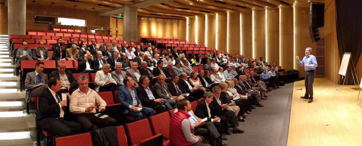 100 heads of police of the city of Buenos Aires exploring how to lead a positive mind shift among the police forces (March '17)