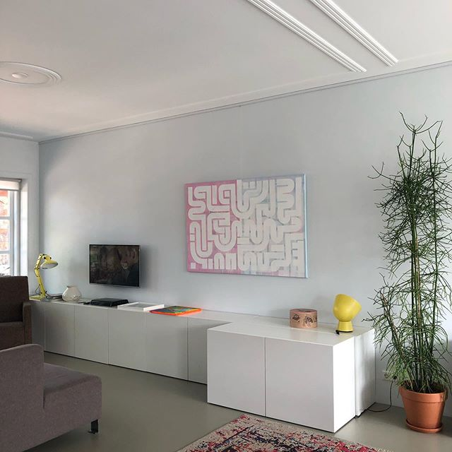 "Today an @artiteqcom Click Rail was installed in various locations in the house. Super easy installation and clean look. . Happy to hang my paintings on the wall, instead of placing them on top of the cabinets. . The painting shown is 'Duality', available in the webshop (link in bio). Price: €1199,- and it measures 90x120cm (35"" x 47""). If you are interested in this or other paintings, please send a DM or e-mail. If you happen to be in the neighbourhood, you're welcome to see the painting in real life. A trial placement of three weeks on your location (NL) is also possible. . . . #art #artist #painting #interior #interiordesign #interiorstyling #interieur #interieurdesign #interieurstyling #interieurinspiratie #schilderij #kunst #artiteq #artiteqpicturehangingsystem #hangingsystem #gallery #gallerywall #wall #huiskamer #Voorburg #Denhaag #hanging #minimalart #webshop"