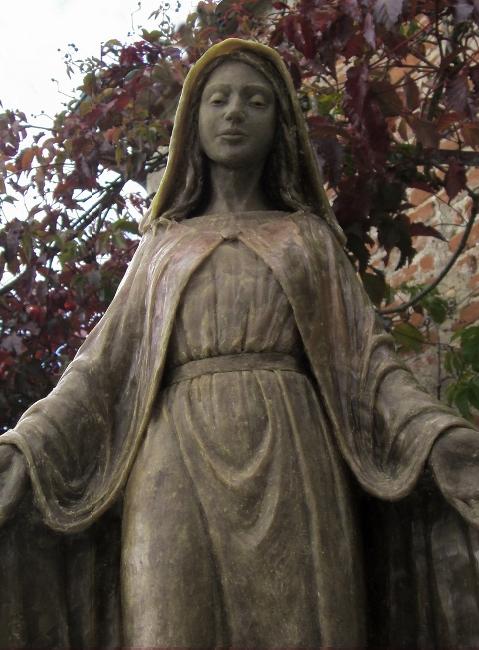 Sainte Marie aux bras ouverts