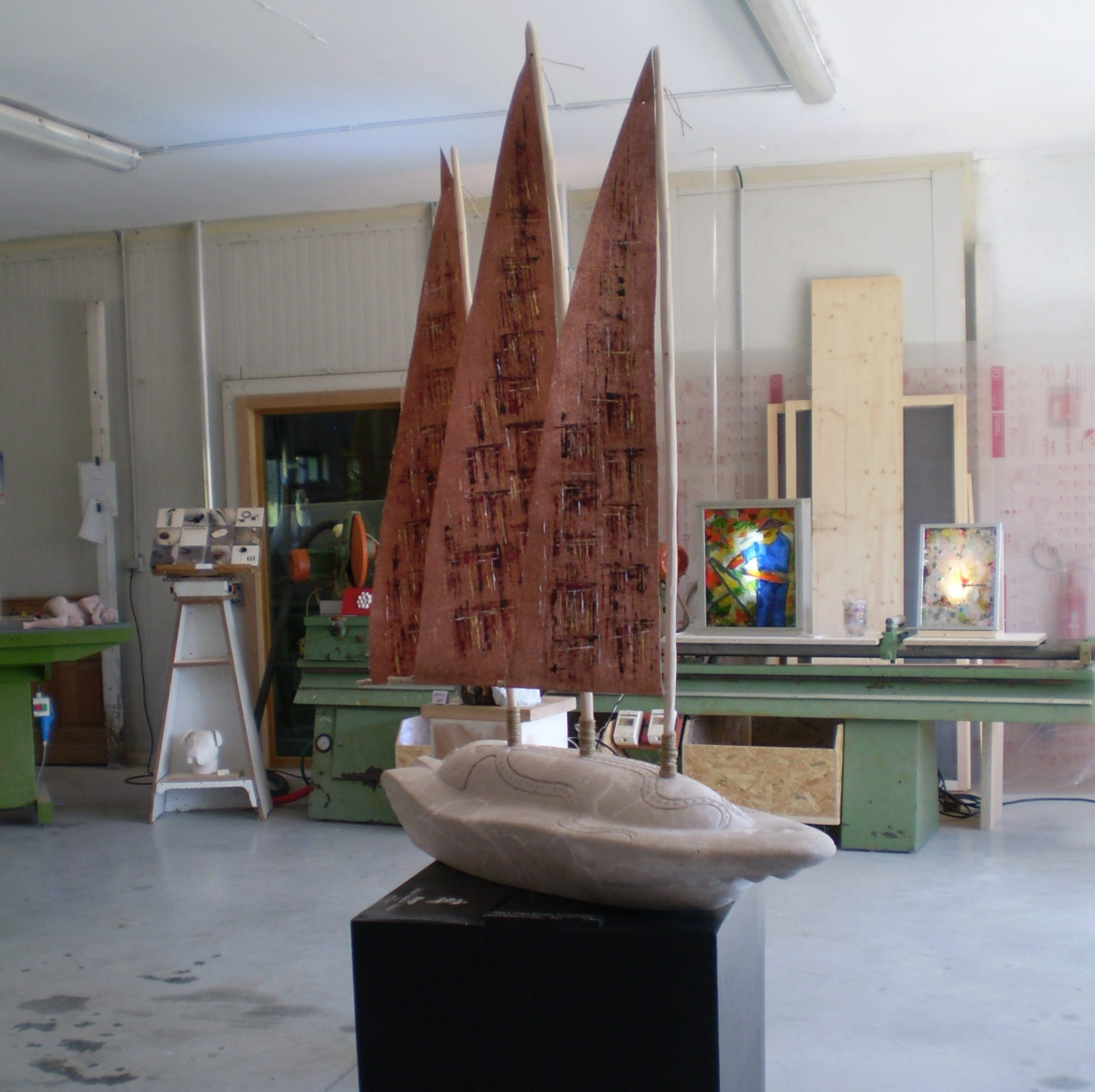 Bateau du sculpteur Hugo et voiles de l'artiste peintre Audrey Roccaro