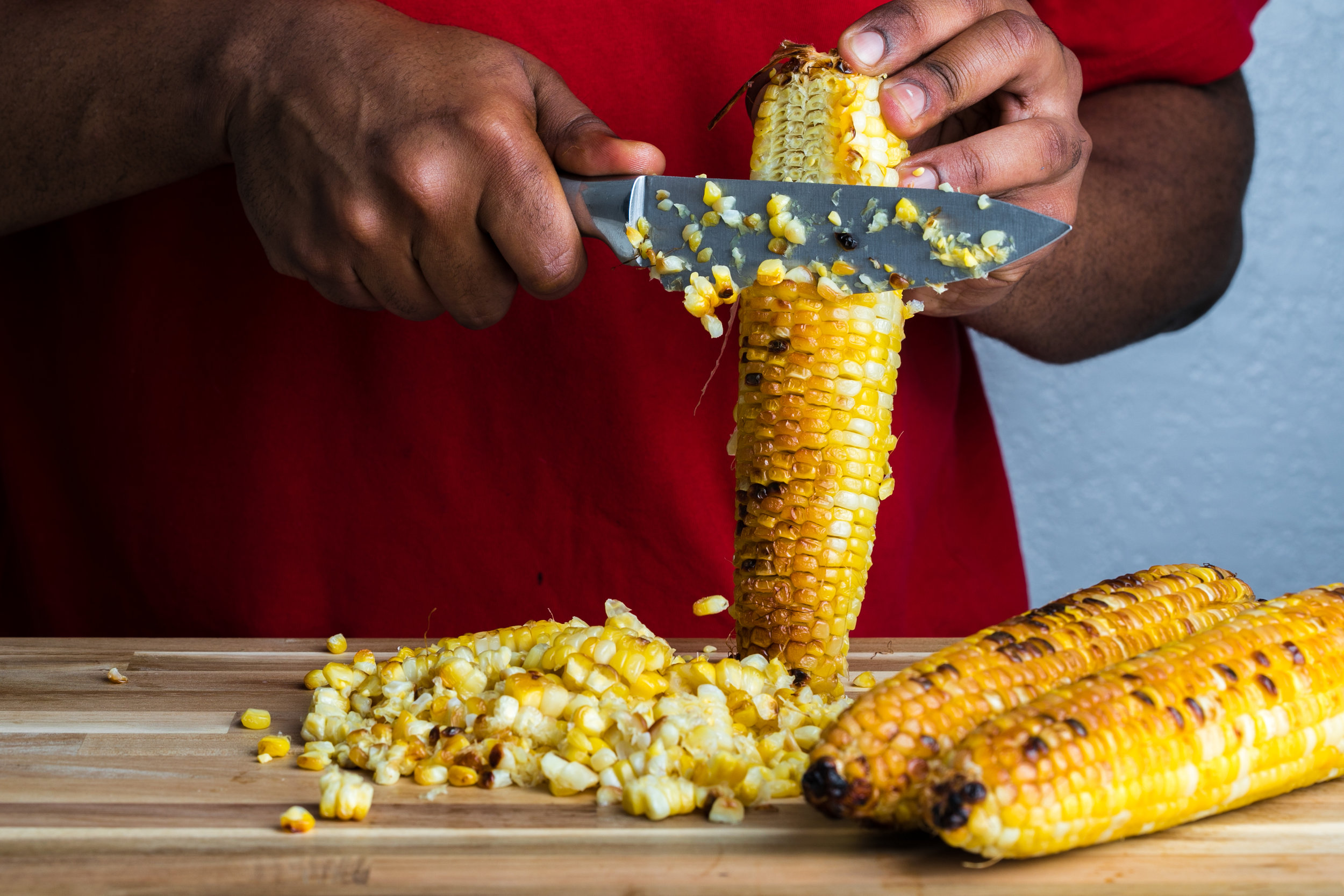 Whole Foods Market's organic sweet corn on the cob only requires a light drizzle of olive oil and20 minutes in the ovento get the perfect char!