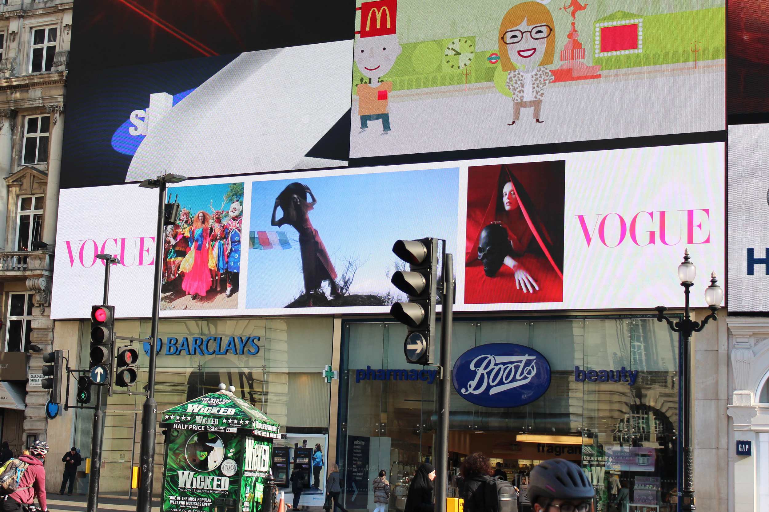 Vogue - June Ad Piccadilly Circus