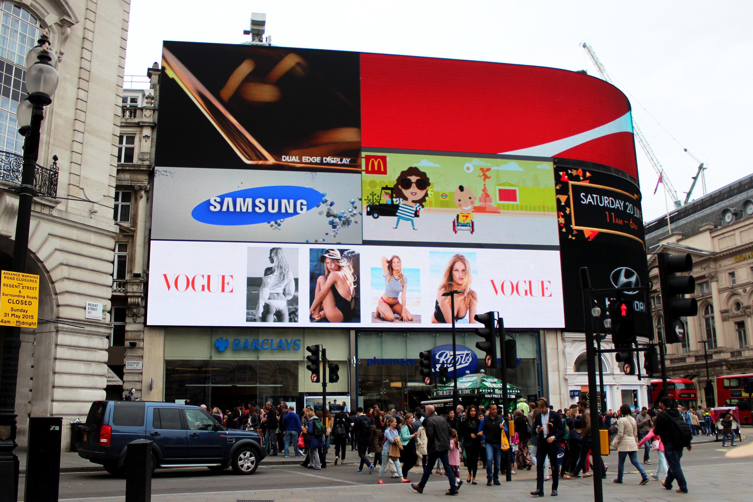 British VBritish Vogue, Piccadilly Circusogue, Piccadilly Circus