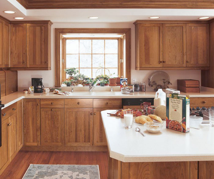 cherry_shaker_cabinets_in_rustic_kitchen.jpg