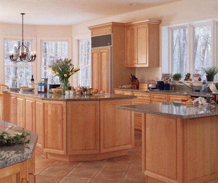 light_maple_cabinets_in_kitchen.jpg