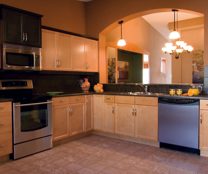 light_maple_kitchen_cabinets.jpg