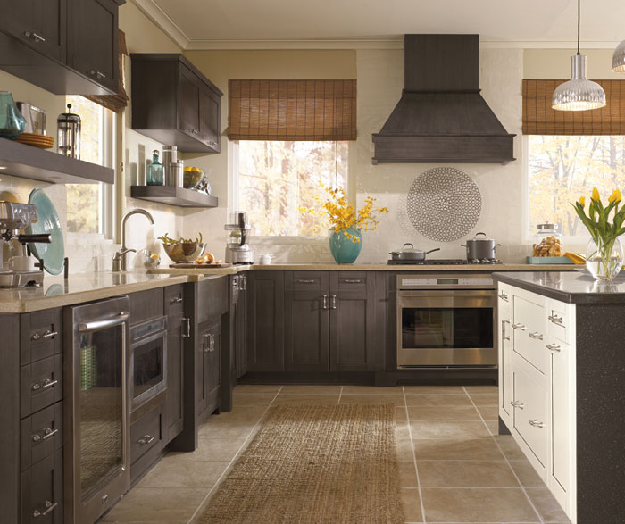 shaker_style_cabinets_in_casual_kitchen.jpg