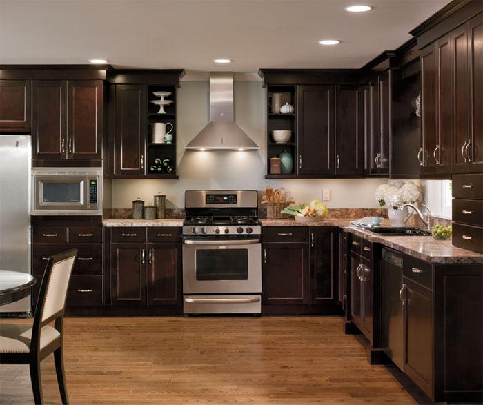 alder_cabinets_in_casual_kitchen.jpg