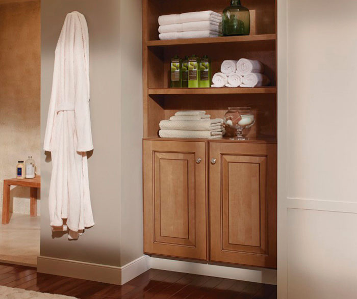 light_maple_cabinets_in_contemporary_bathroom_3.jpg
