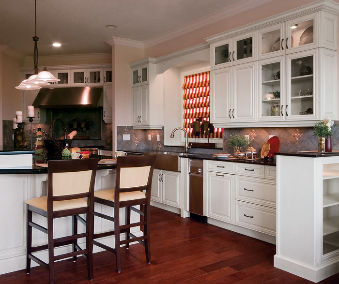 traditional_kitchen_cabinets_in_painted_maple.jpg