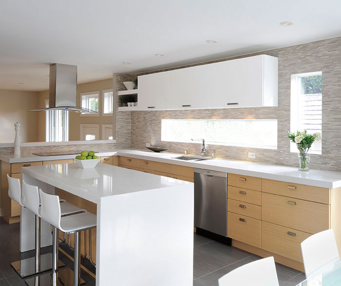 white_oak_kitchen_cabinets_with_gloss_white_accents.jpg