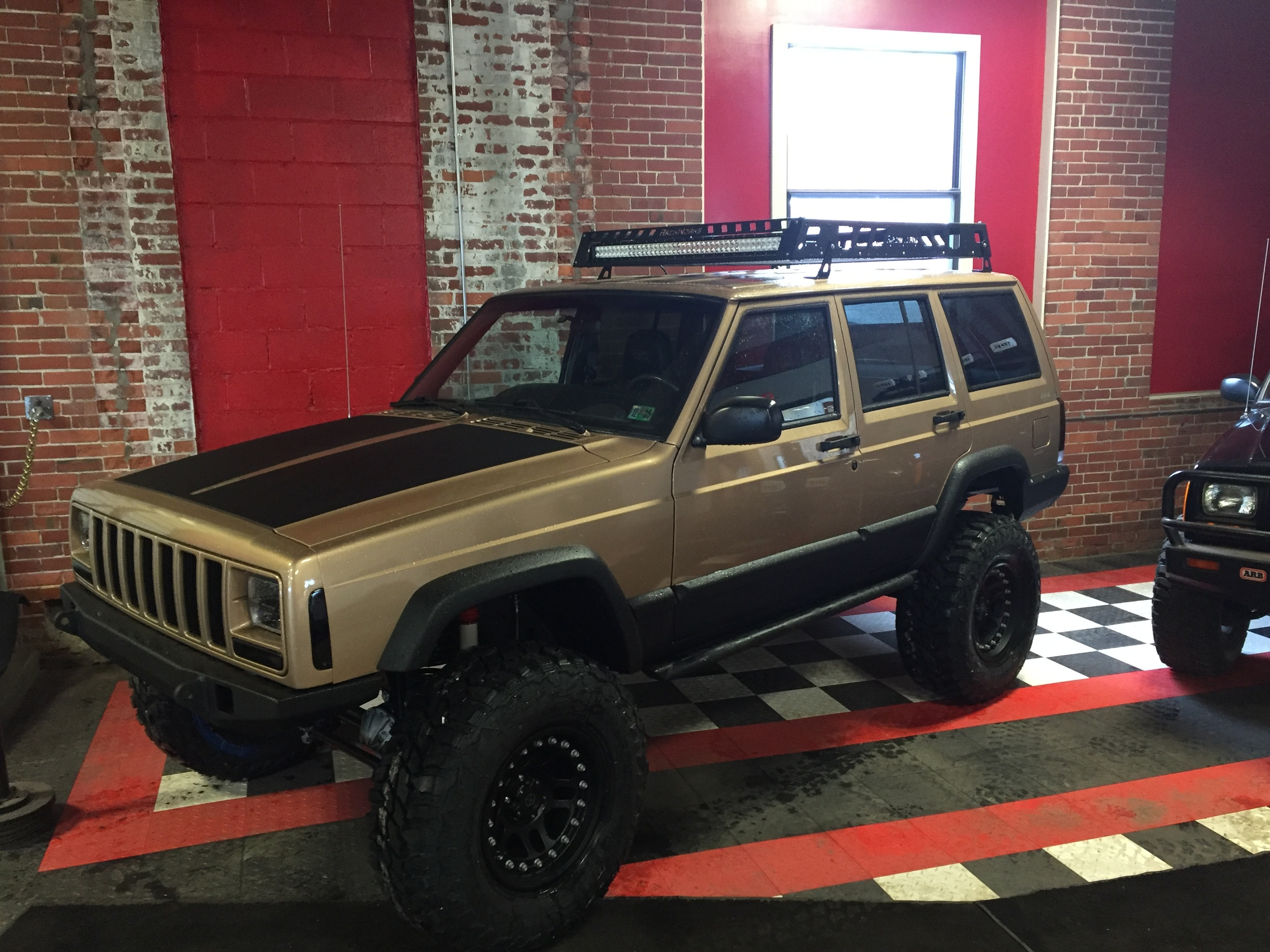 Gold 1999 Jeep Cherokee Xj Nfi Empire