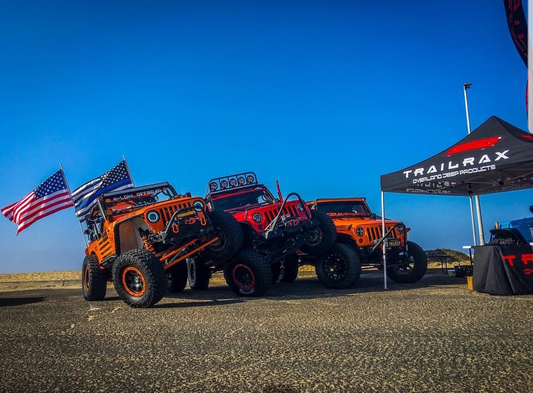 Jeeps stacked up near the TrailRax booth