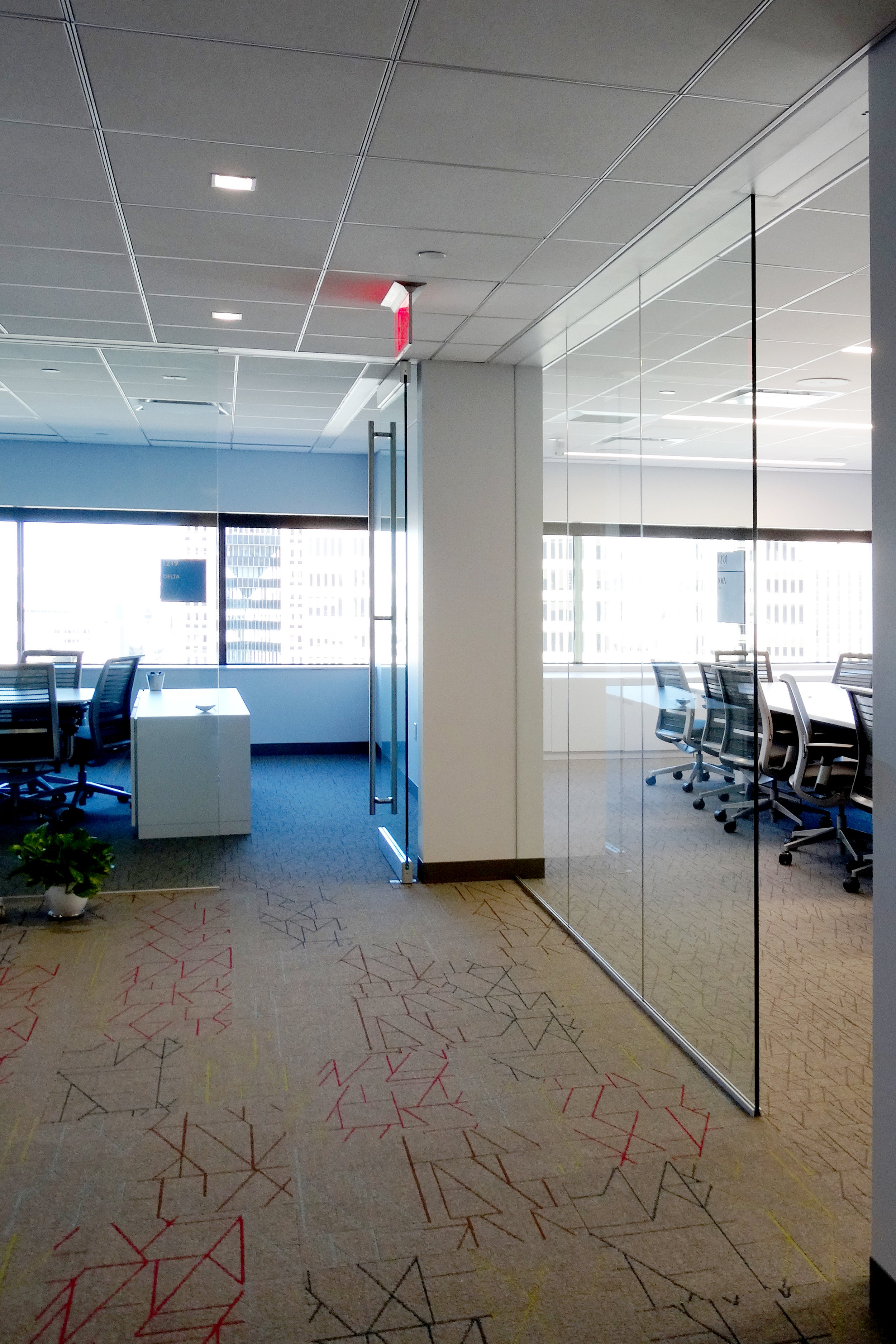 Illume Frameless Glass Conference Area - Spaceworks AI.jpg