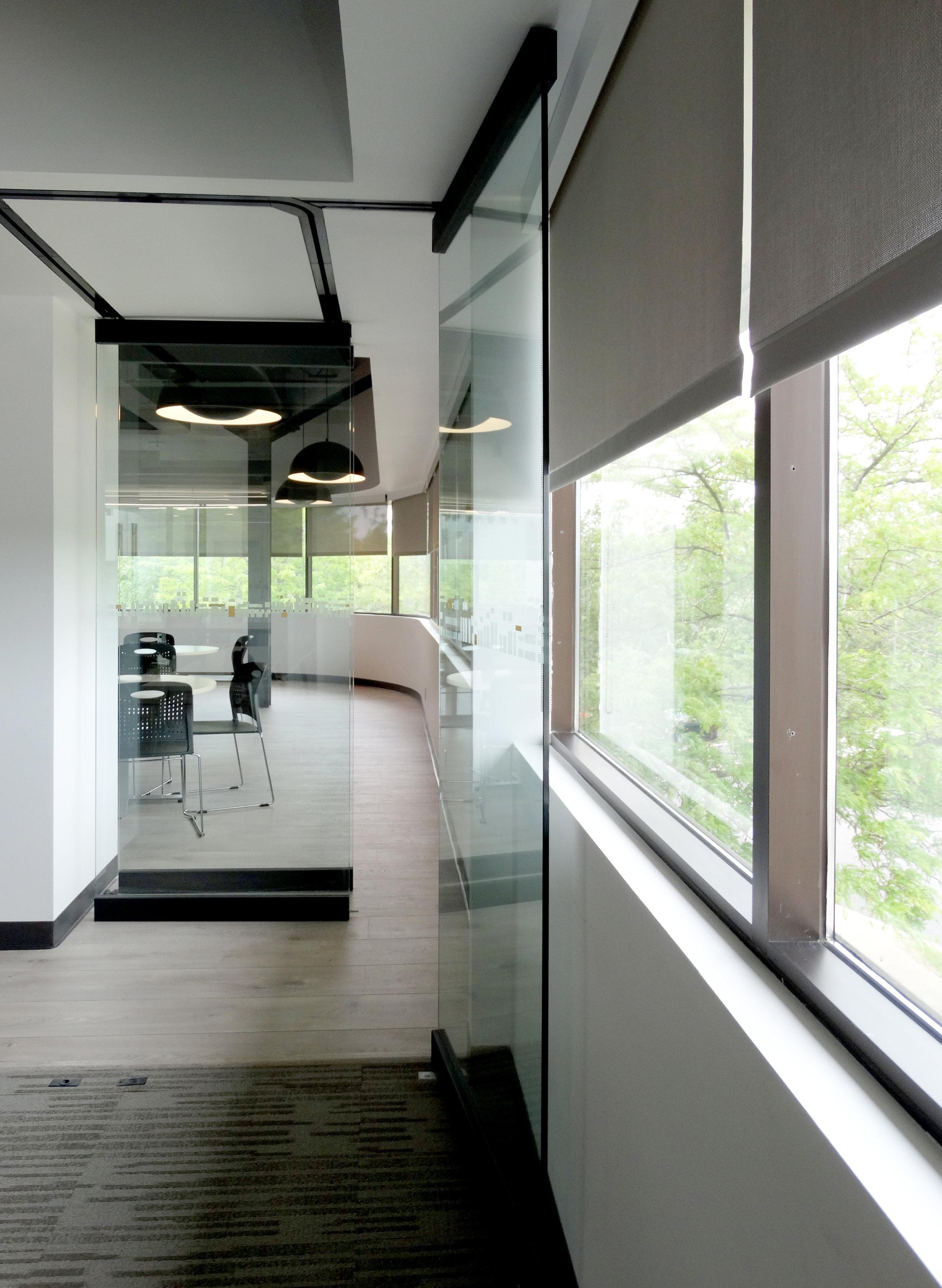 Illume Frameless Glass Sliding Stacking Wall - Spaceworks AI.jpg