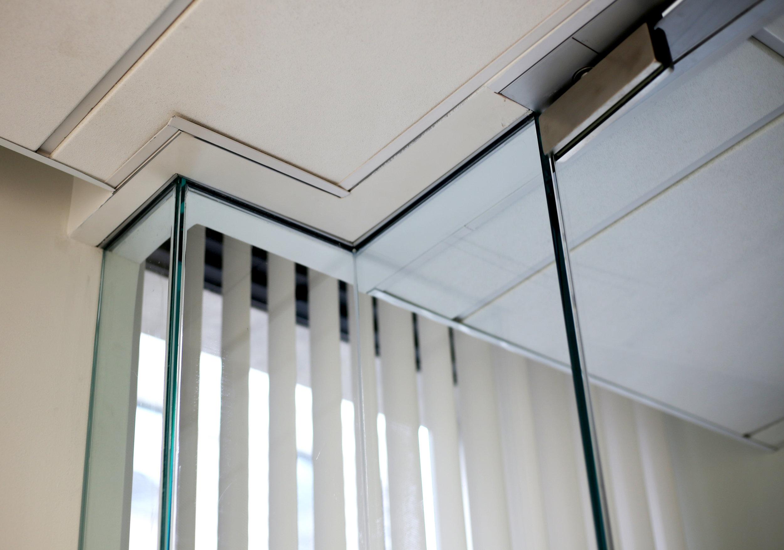 Illume Frameless Glass Top Track Turn - Spaceworks AI.jpg