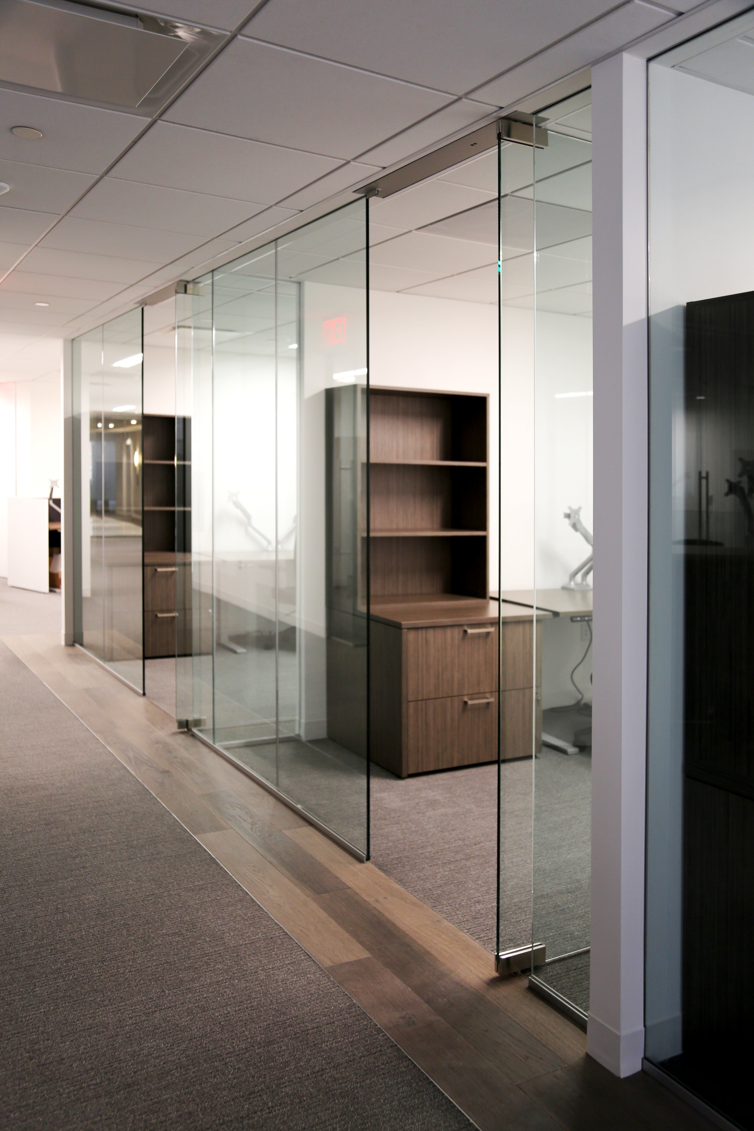 Illume Frameless Glass Office Drywall - Spaceworks AI.jpg