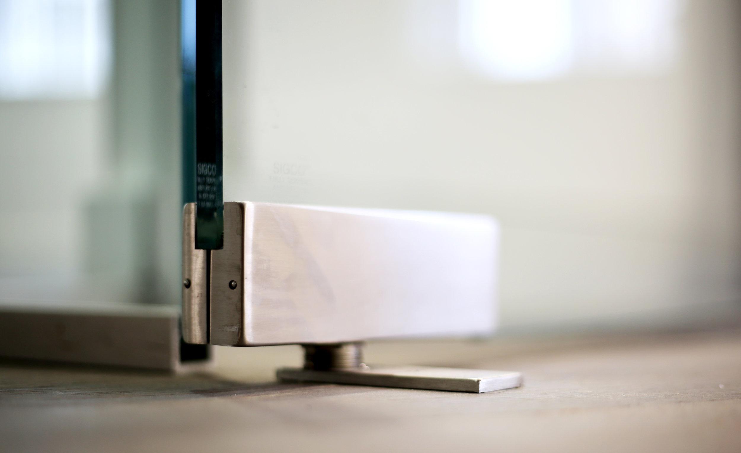 Illume Frameless Glass Patch Door - Spaceworks AI.jpg