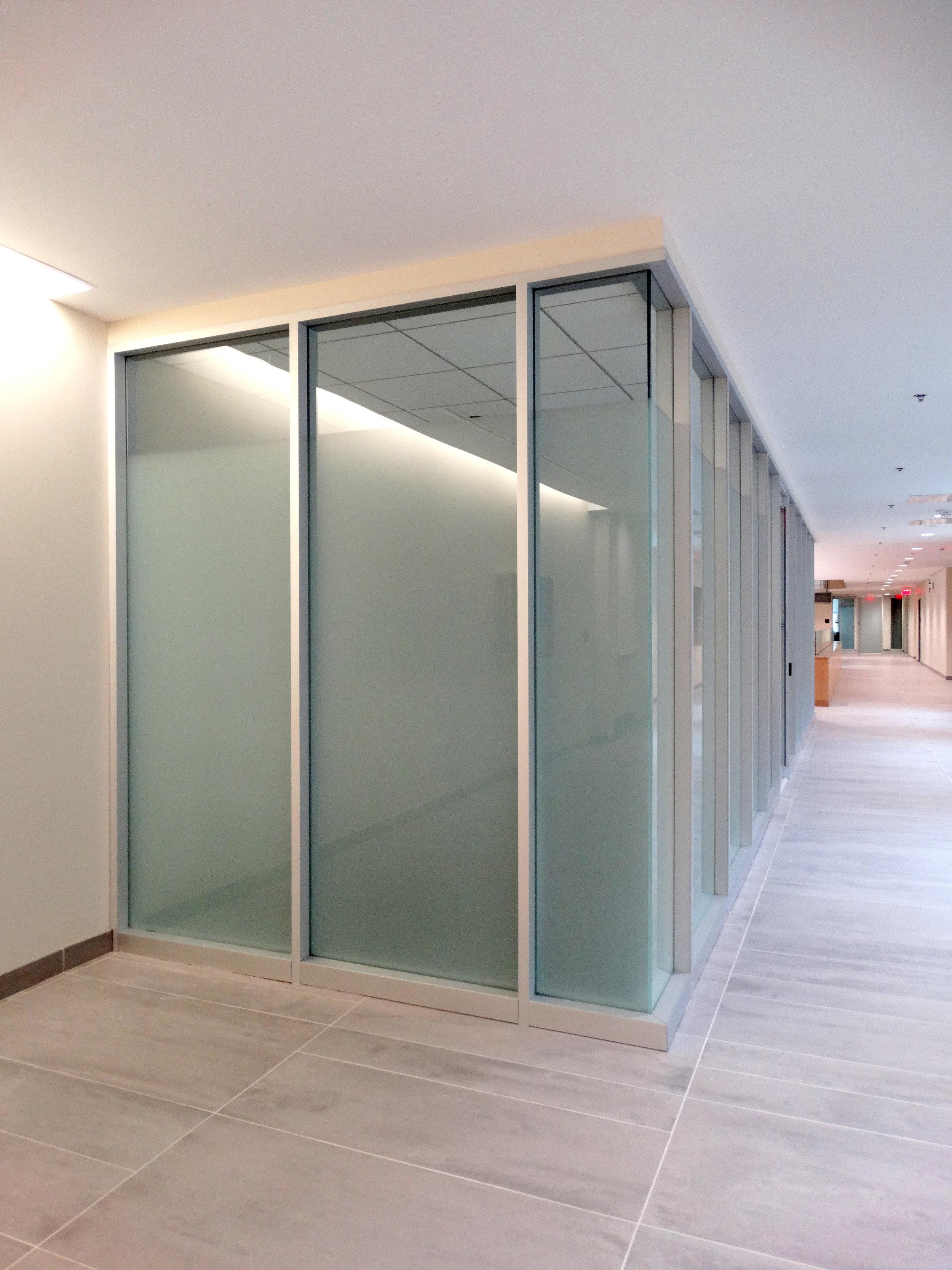 Encase Aluminum Framed Vertical Mullion Corner Turn Glass - Spaceworks AI.jpg