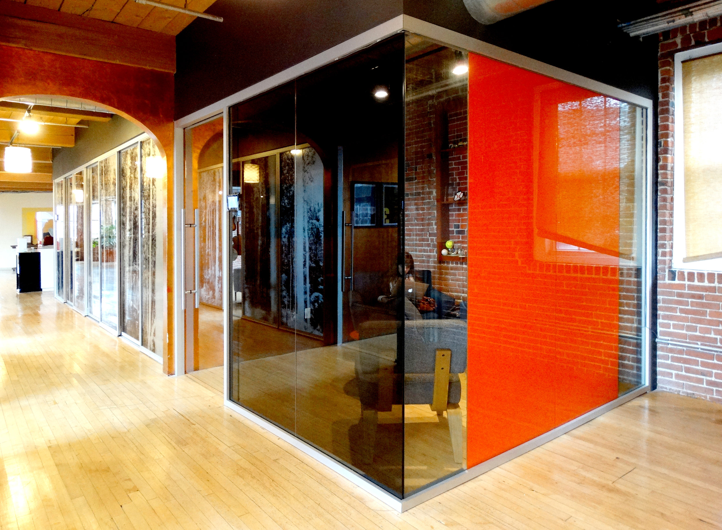 Litespace Glass Office Corner Turn - Spaceworks AI.JPG