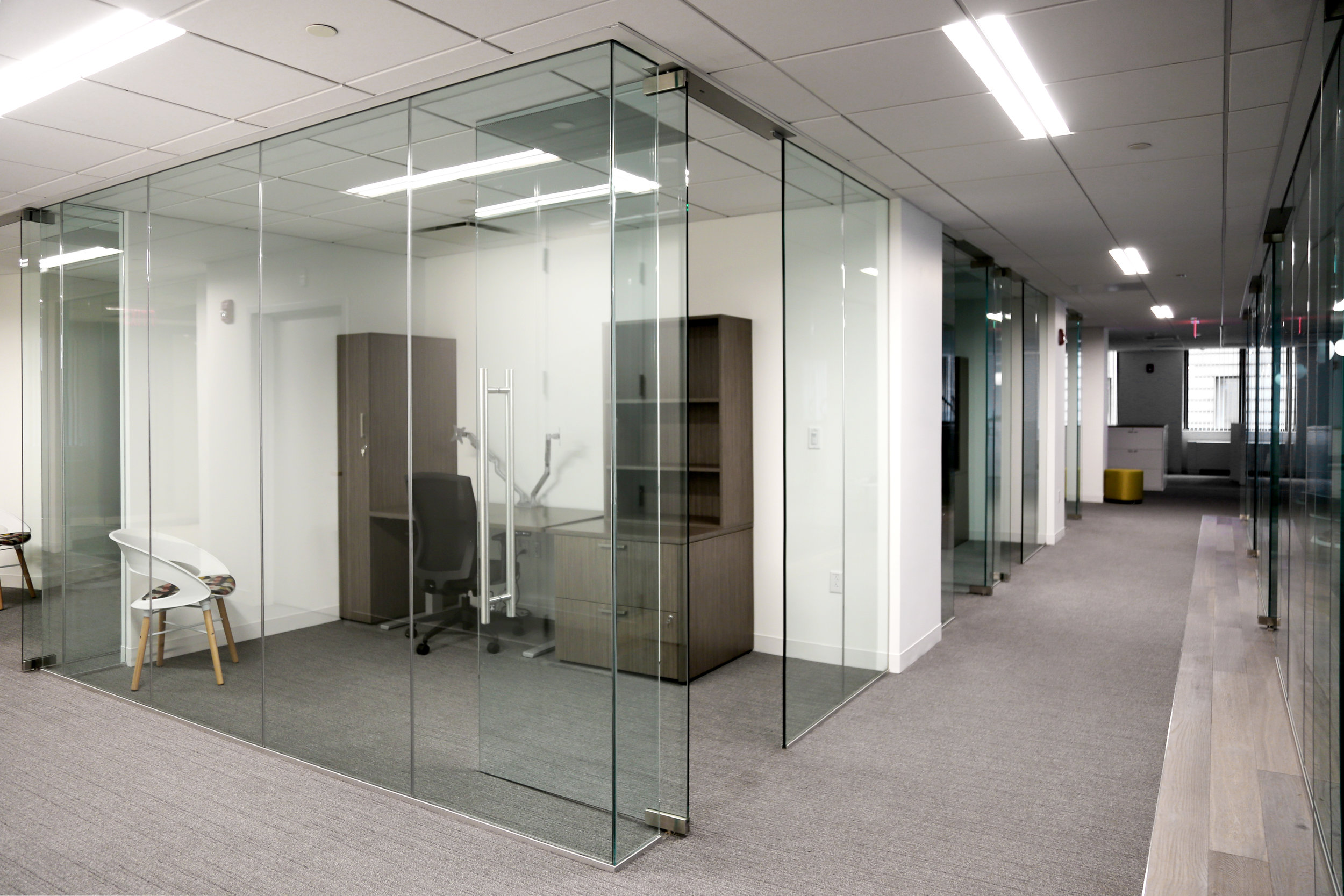 Illume Frameless Glass Office Corner Turn - Spaceworks AI.jpg