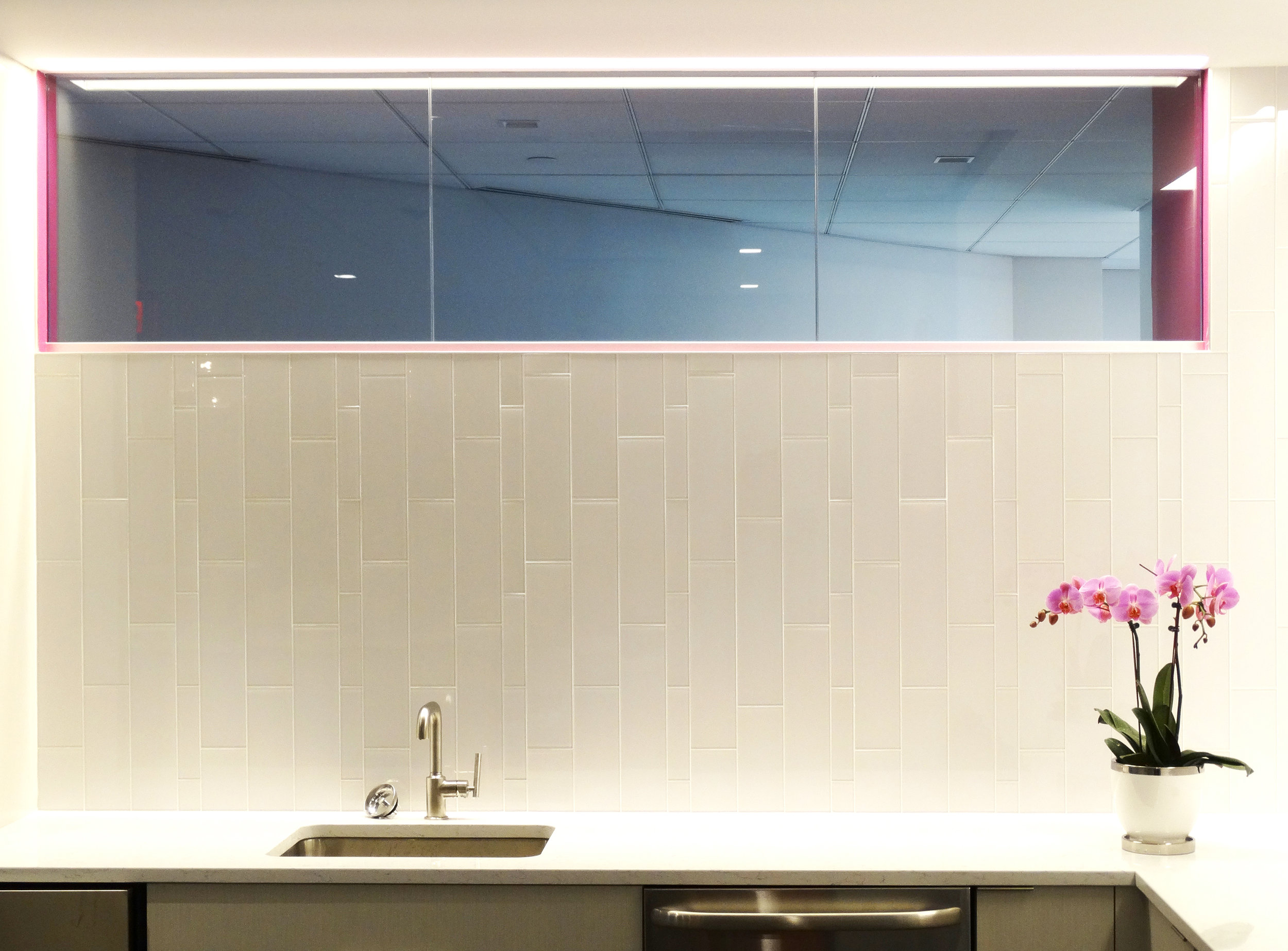 Illume Frameless Glass Clerestory Kitchen - Spaceworks AI.jpg