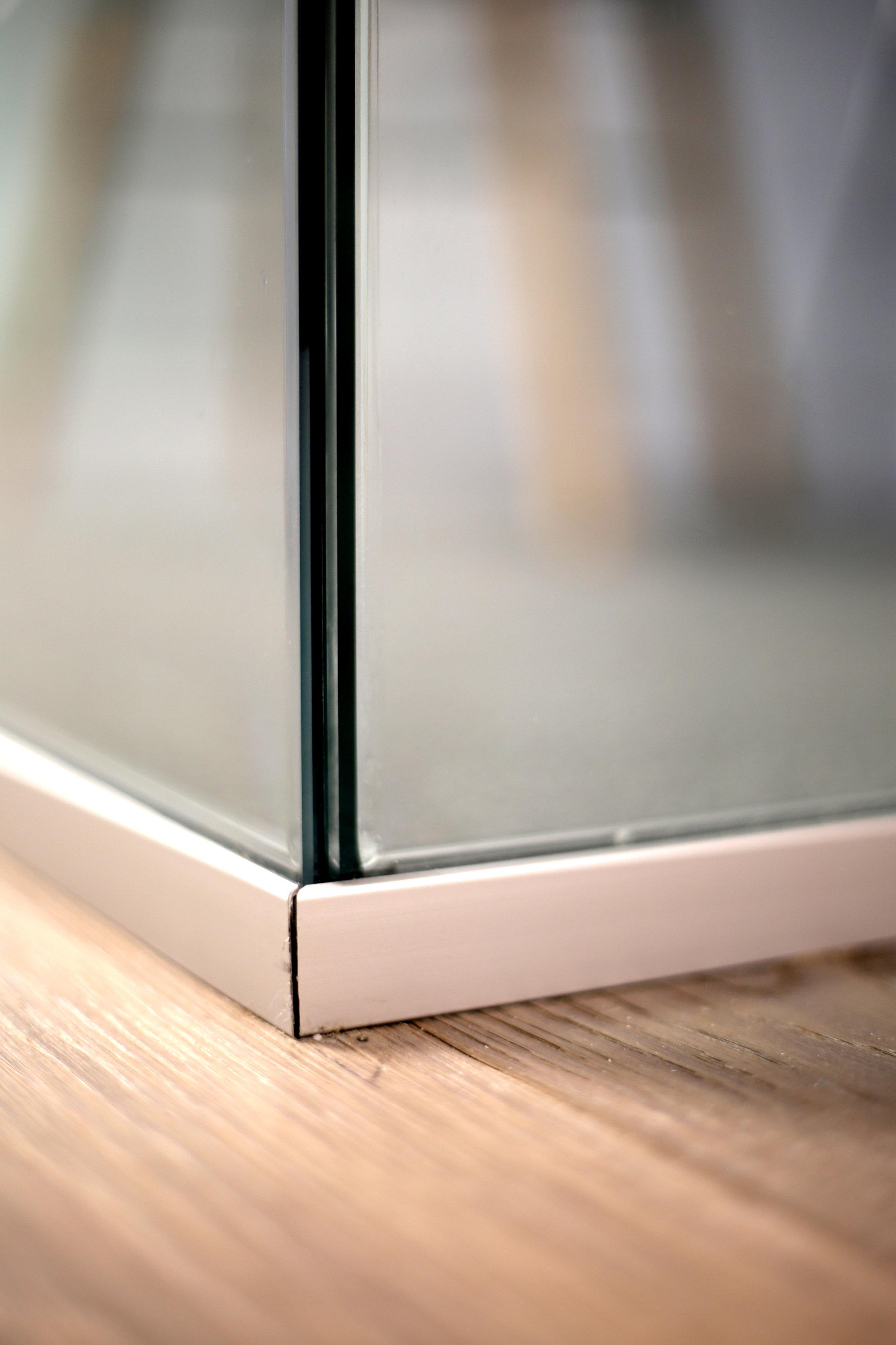 Illume Frameless Glass Office Corner Detail - Spaceworks AI.jpg