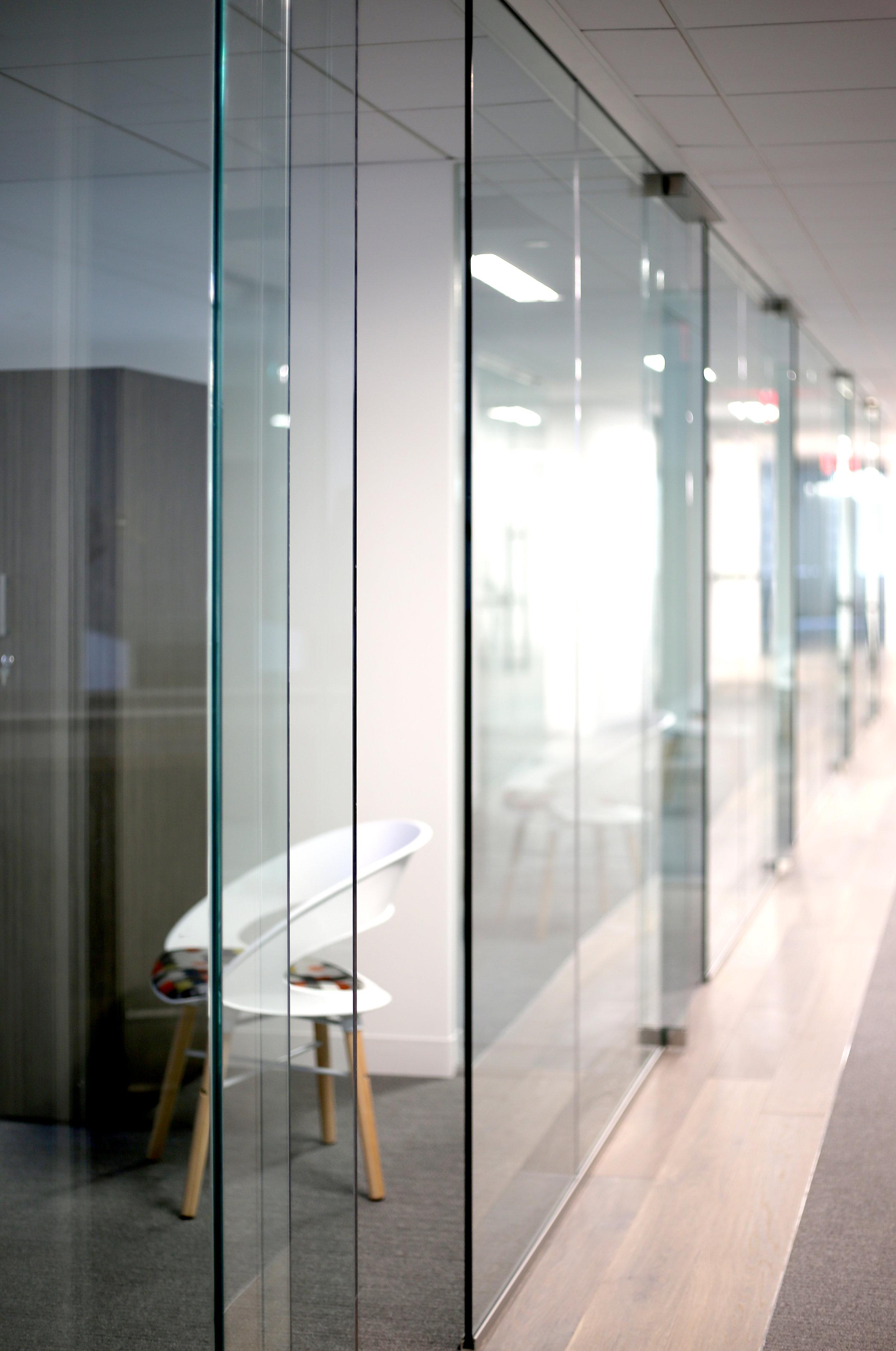 Illume Frameless Glass Office Detail - Spaceworks AI.jpg