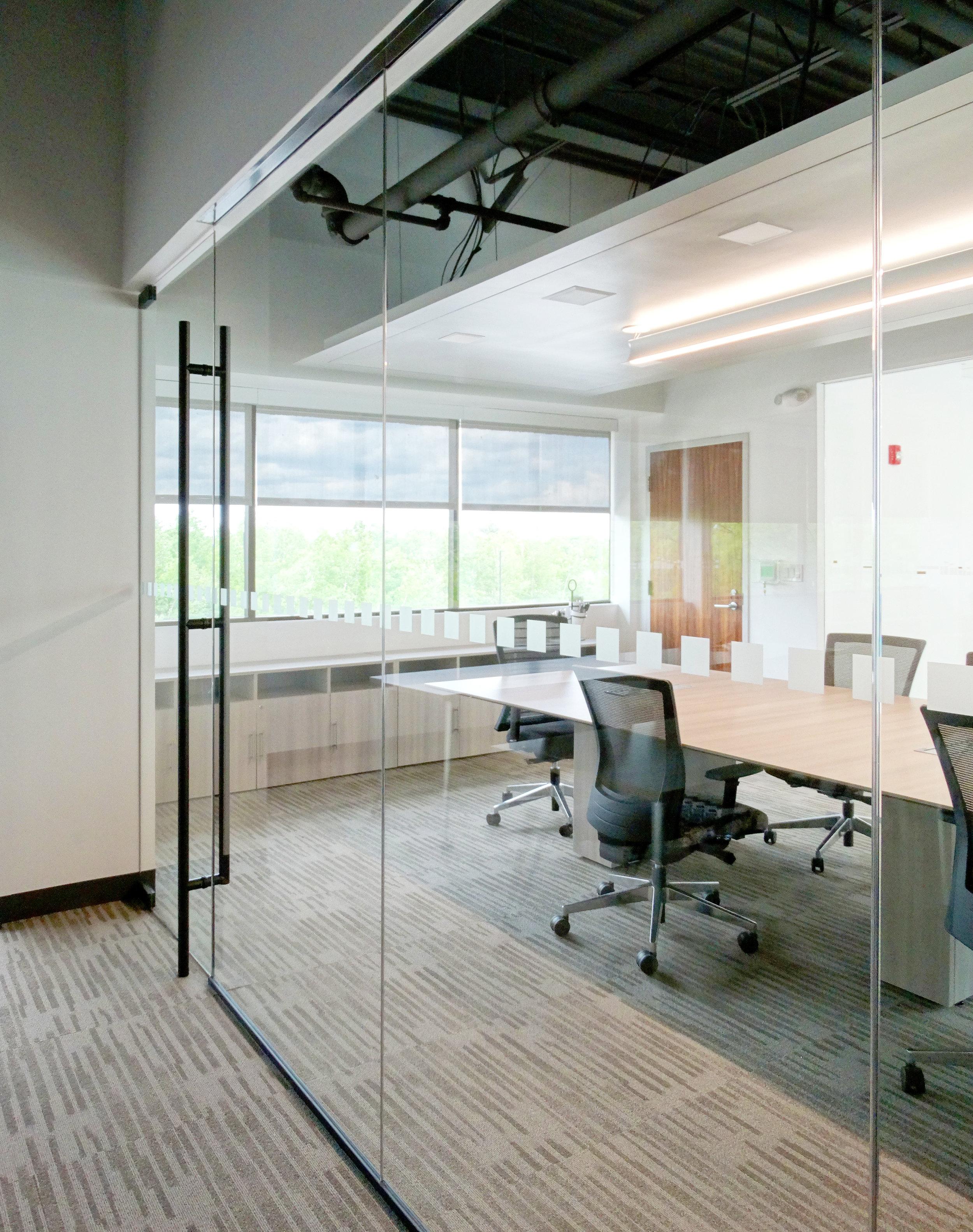 Illume Frameless Glass Wall Black Anodized - Spaceworks AI.JPG