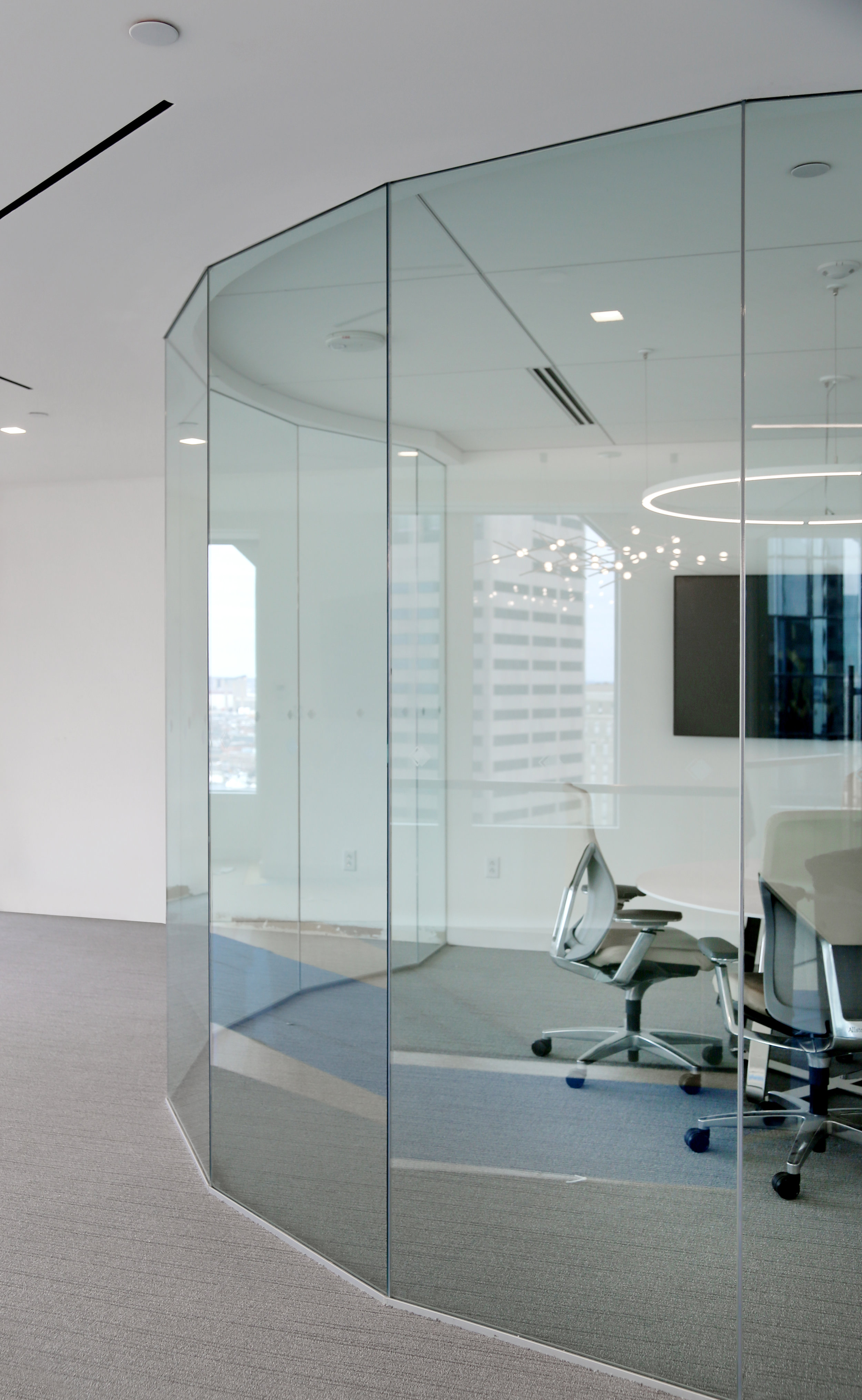 Illume Frameless Circular Glass Conference Room Faceted Glass Panels - Spaceworks AI.jpg
