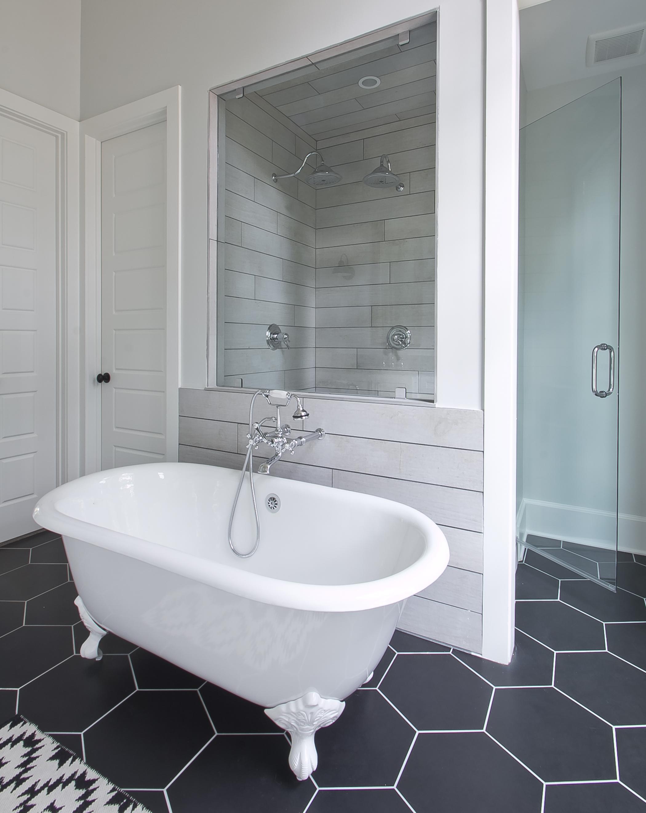 longstreet master tub and shower.jpg
