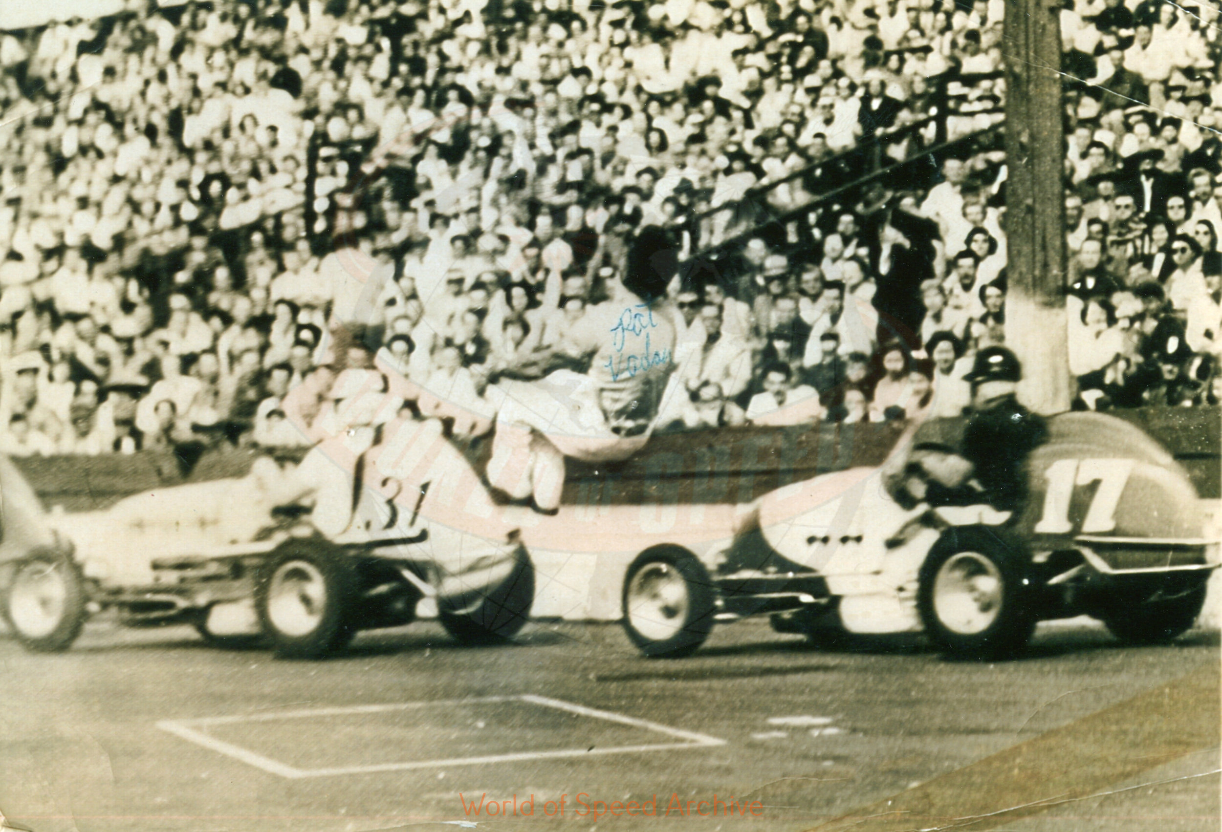 Hildick Photo Collection WOS#5072, BH024  Received submission:  #31 Chuck Tontz (owner Norm Zaayer), #17 Gordy Youngstrom (owner Wes Beck), 1952, Jantzen Beach, Pat Vidan Flagman [in the air]