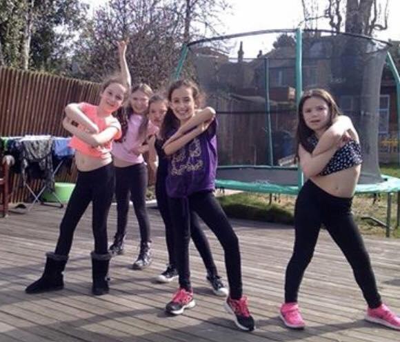 girls pose pic 2.jpg