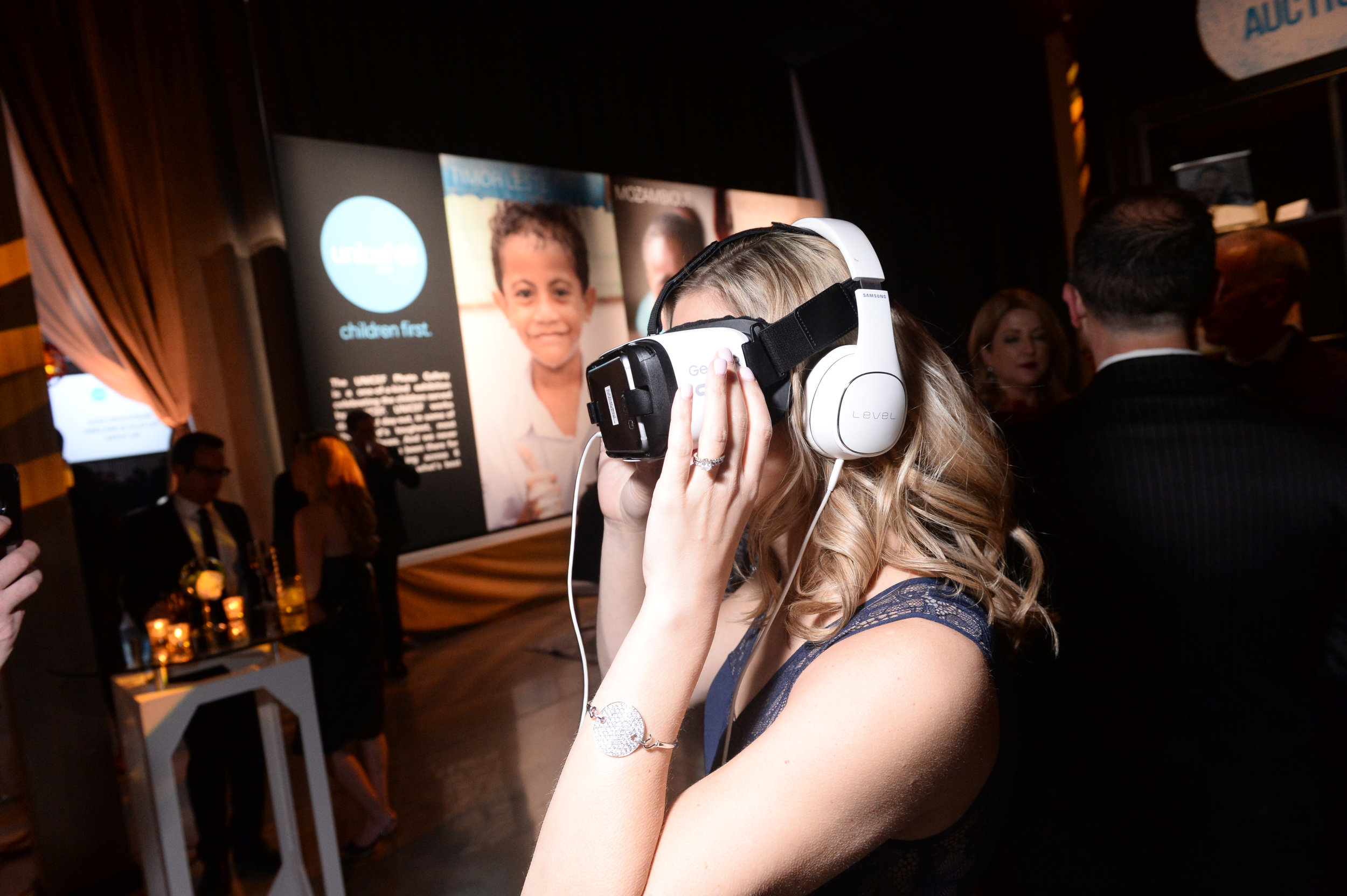A guest enjoys a VR experience at the UNICEF Gala Chicago 2018. Photo Credit: Daniel Boczarski/Getty Images for UNICEF