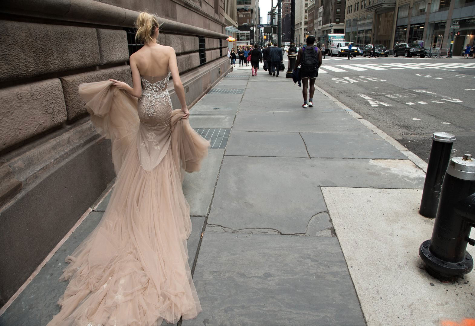 inbal-dror-wedding-gown-detail-street.jpg