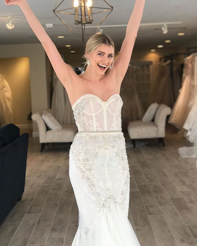 Who's excited for the weekend? 🎉🍾 #sayyestothedress #mnbride #wayzatamn #wayzata #bride