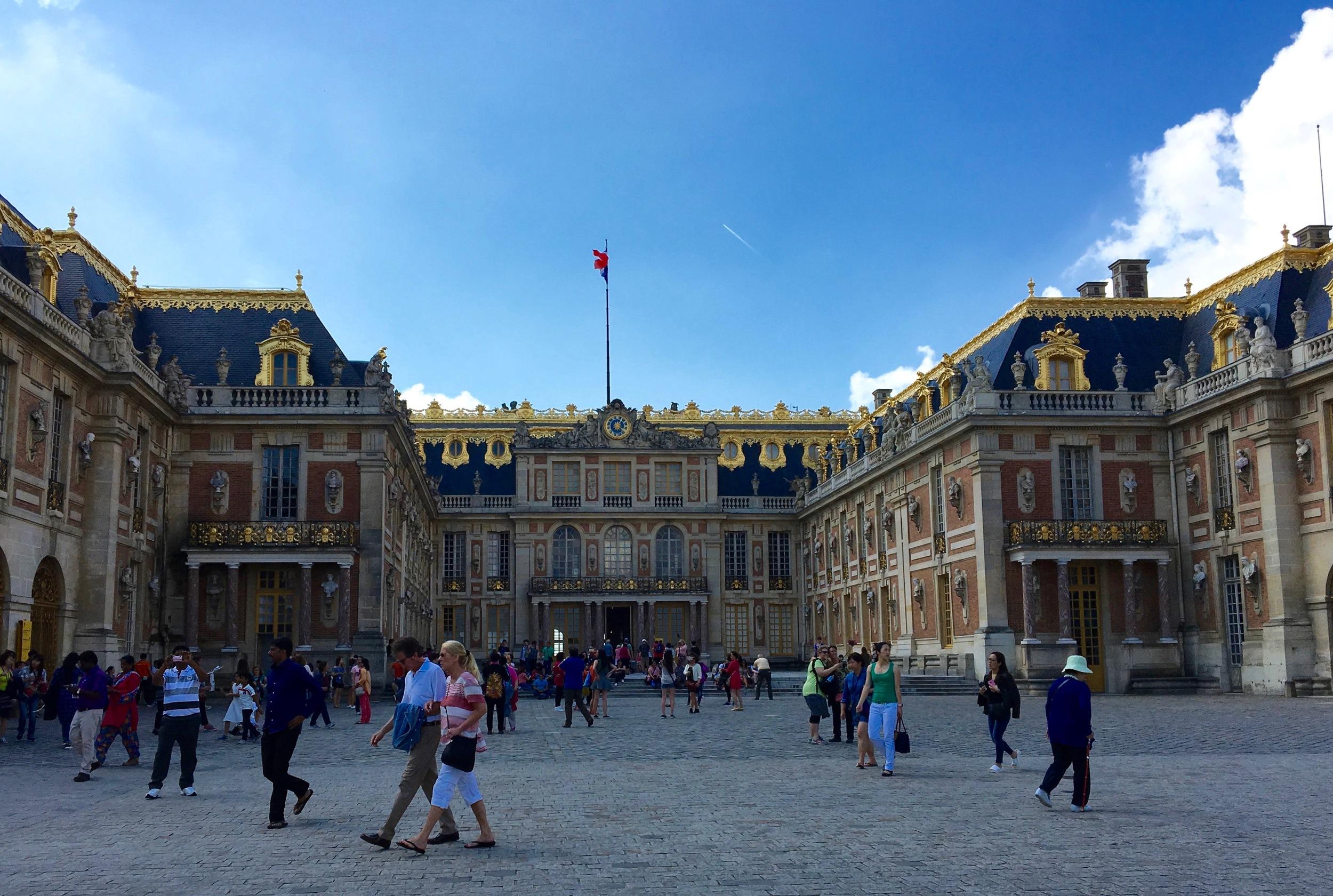 So many peasants at the palace