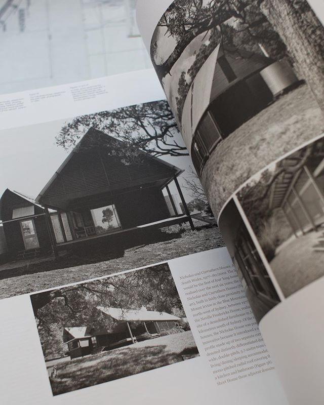 Nicholas and Carruthers Houses, Mount Irvine, NSW, 1977-80/2002 . . . . . . . #glennmurcutt #glennmurcuttmasterclass #architecture #architecturelovers #australianarchitecture #archidaily #design #designinspiration #book #glennmurcuttfolio #touchtheearthlightly #architect #book #sydneylocal #architecturebooks #australiandesign #bluemountains #longhouse
