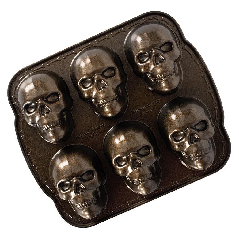 haunted skull cakelet pan.jpg